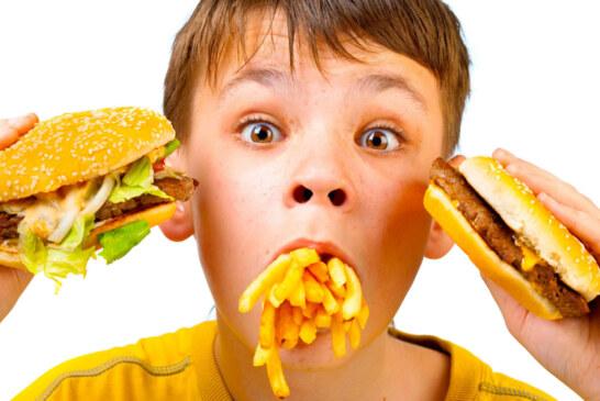 Perché' ai bambini piace il cibo spazzatura?