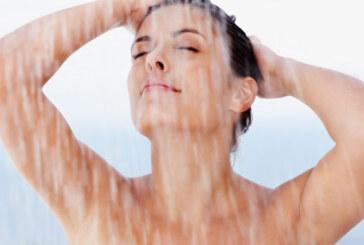 Una doccia bollente può provocare danni alla pelle